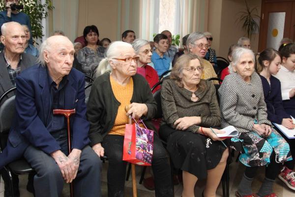 12 медалей в честь 75-летия Победы в Великой Отечественной войне вручили 20 февраля труженикам тыла, проживающим в городском доме ветеранов...