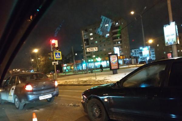 Водители разучились тормозить? Вечернее ДТП в Каменске-Уральском. ВИДЕО...