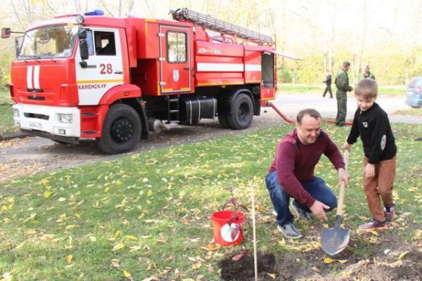 100 саженцев яблони высадили волонтеры Каменска-Уральского в рамках акции...