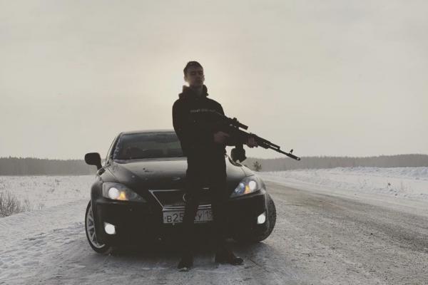 На Lexus с оружием. Съемки клипа в Каменске-Уральском закончились задержанием. ВИДЕО...