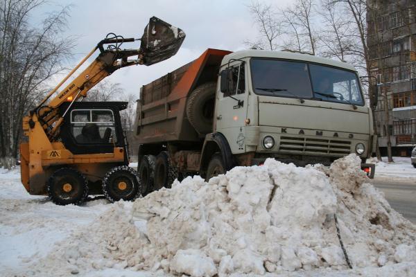 И вновь рекорд. В Каменске-Уральском продолжают вывозить снег в космическом количестве...