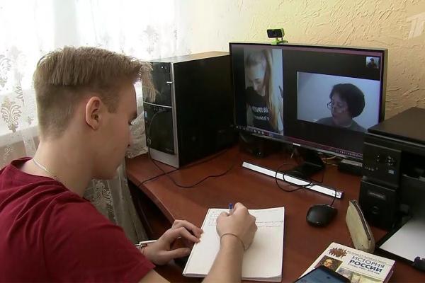 Для дистанционного образования в Каменске-Уральском решили использовать и социальные сети. Итоги первого дня...