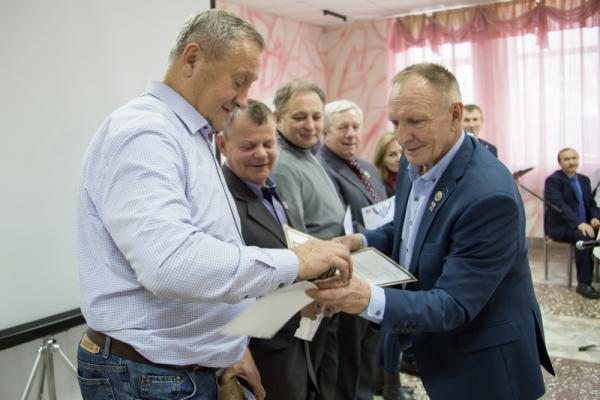 На Каменск-Уральском металлургическом заводе поздравили своих легендарных спортсменов...