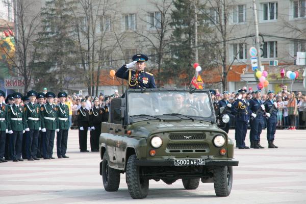 Парад наследников Победы и акция Бессмертный полк прошли в Каменске-Уральском с невиданным размахом. Фото и видео отчеты