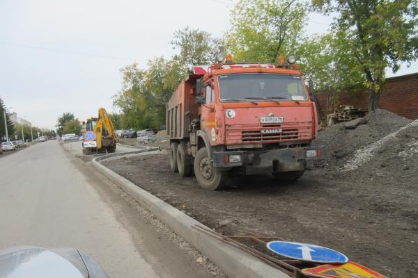 Глава Каменска-Уральского проверил, как сегодня идет ремонт дорог и тротуаров...