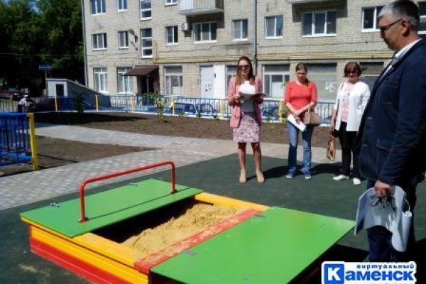 В Каменске-Уральском ужесточили контроль при коммунальных работах, установке опор освещения и торговых киосков...