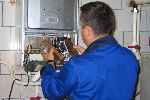 В Каменске-Уральском продолжается проверка газового оборудования. Хотя не все горожане открывают двери специалистам...