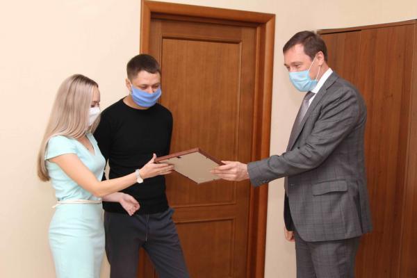 В Каменске-Уральском продолжают помогать покупать квартиры молодым специалистам...