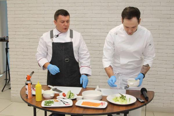Мэтры кулинарии Евгений и Николай Чукалкины рассказали о вкусовых пристрастиях каменцев, кулинарных конкурсах и многом другом