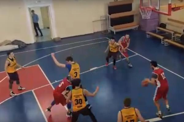 Победа и поражение. Каменские команды эффектно сыграли в очередном туре первенства области по баскетболу...