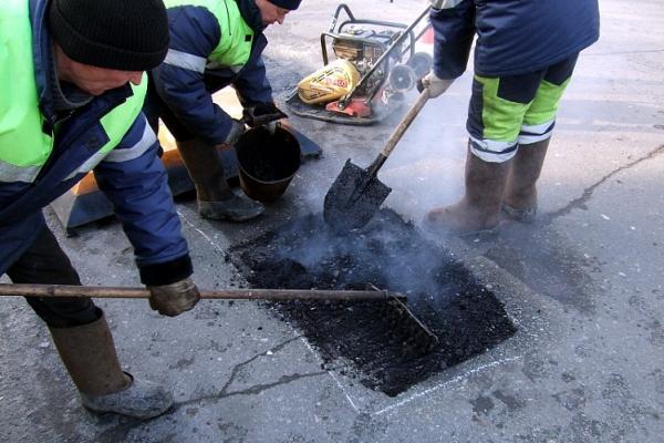 На ямочный ремонт в Каменске-Уральском дополнительно выделено еще почти 2 млн. рублей...