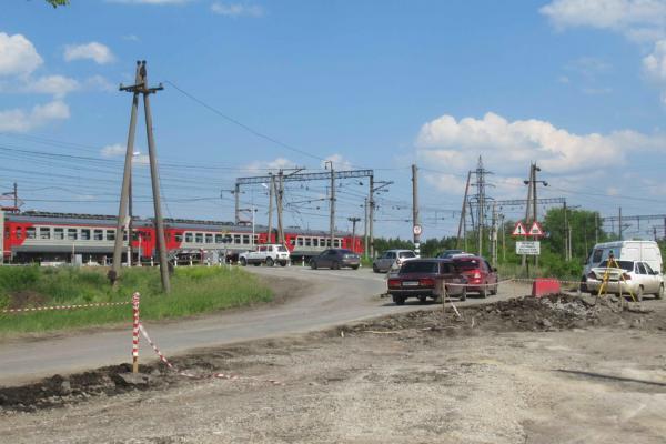 В Каменске-Уральском стартовал ремонт подходов к переезду «100 километр». Как идут работы...