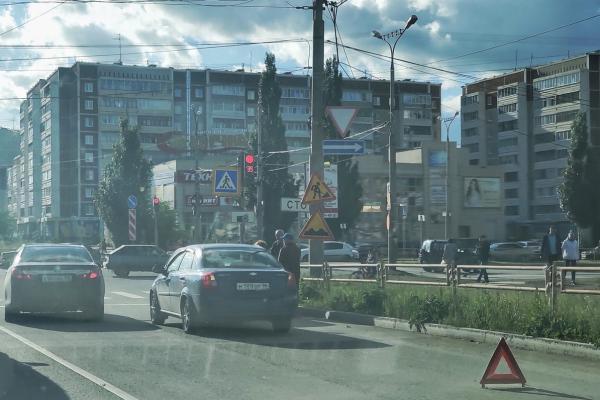Водитель уснул? Самое медленное ДТП в Каменске-Уральском. ВИДЕО...