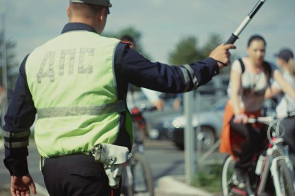 Велосипедистов Каменска-Уральского попросили быть осторожней. И не забывать о штрафах...