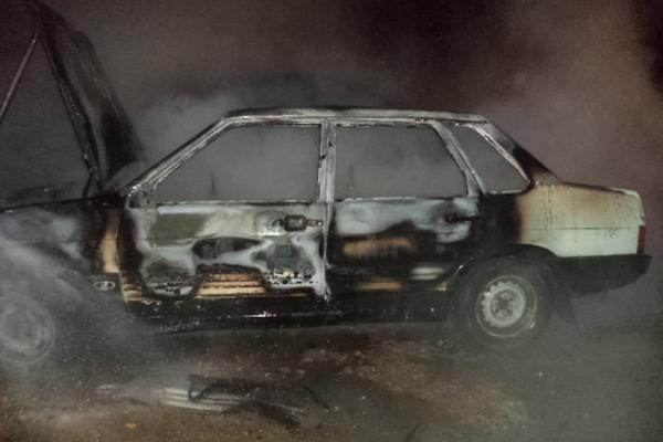 Вечером под Каменском-Уральским полностью сгорел автомобиль ВАЗ...