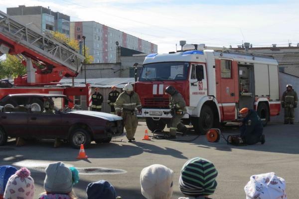 По случаю Дня гражданской обороны, для детей из Каменска-Уральского организовали...