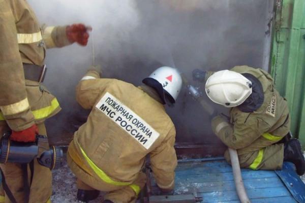 23 мая вечером в Каменске-Уральском горел гараж на улице Гладкова...