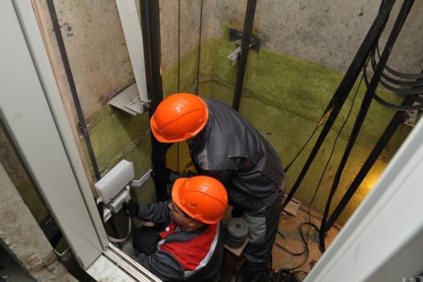 В Каменске-Уральском начался сбор документов для замены лифтов… в 2021 году...