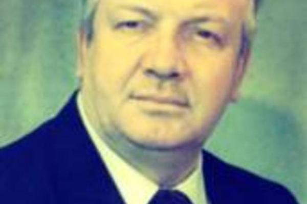В честь бывшего директора алюминиевого завода в Каменске-Уральском Рудольфа Школьникова, установят мемориальную доску на доме, где он жил...