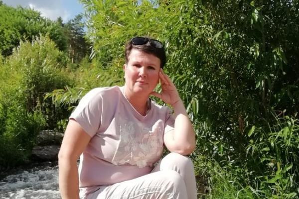 Жительнице Каменска-Уральского, которая взяла из детского дома двух ребят с коммунальным долгом, разблокировали один из счетов...