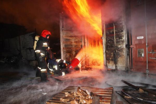 Ночью 17 февраля в Каменске-Уральском горел автосервис...