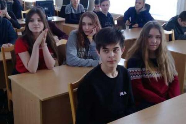 Студентов Каменска-Уральского учили себя правильно вести во время паводка и...