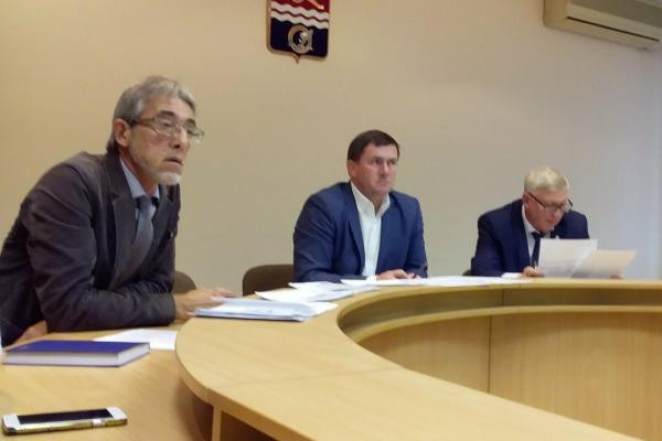 Глава Каменска-Уральского провел вечером 23 сентября оперативное совещание по подключению тепла в городе...