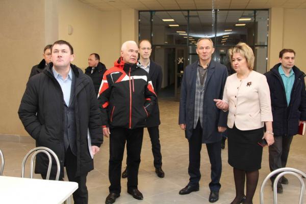 Заместитель губернатора Олег Чемезов проверил в Каменске-Уральском новую школу...