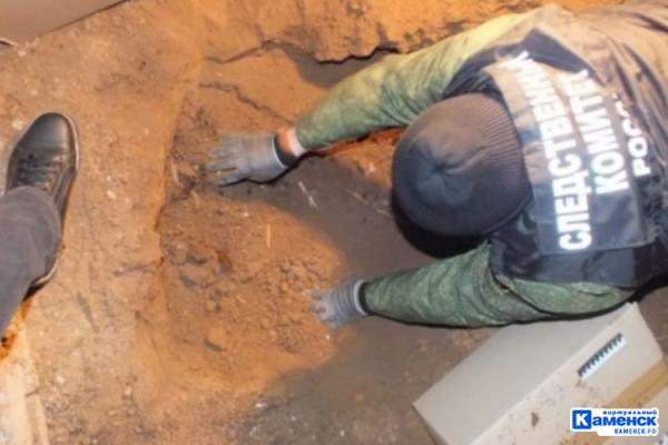 В Каменске-Уральском в подвале жилого дома продолжается поиск останков женщины, пропавшей 17 лет назад...