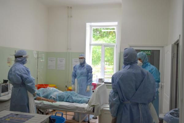 В Каменске-Уральском спасали семью, которая вернулась с отдыха в Индии. Как прошли учения по предотвращению эпидемий экзотических болезней...