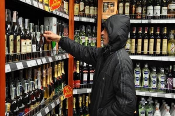 В Каменске-Уральском грабители и воры опять устроили набеги на магазины. Среди «трофеев» коньяк, пиво и рыба...