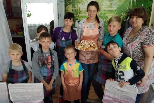 Победители конкурса «Помогать просто» организовали кулинарные мастер-классы для ребят из Синарского детского дома в Каменске-Уральском...