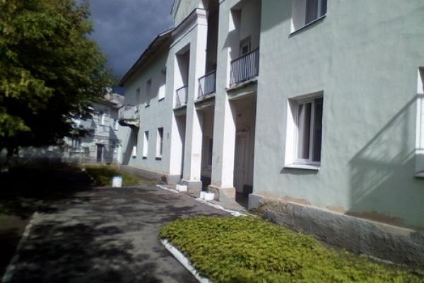 Здание детской поликлиники в микрорайоне Ленинский все-таки решили отремонтировать...