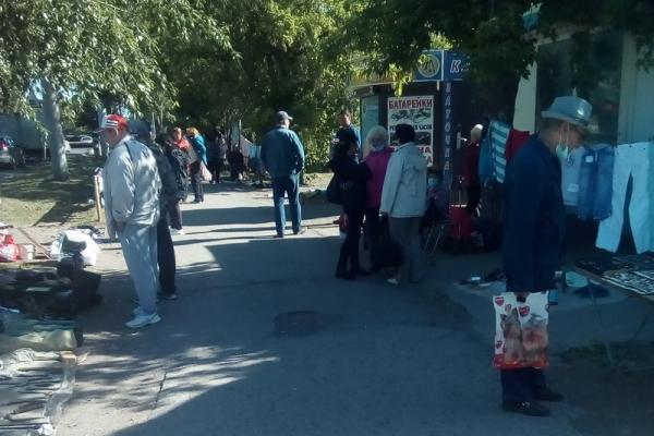 В Каменске-Уральском все активней работают уличные ярмарки. Запрета на них нет...