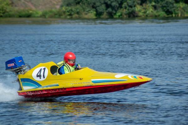 В Каменске-Уральском состоялись соревнования по водно-моторному спорту «Золотая осень». Фоторепортаж Виртуального Каменска