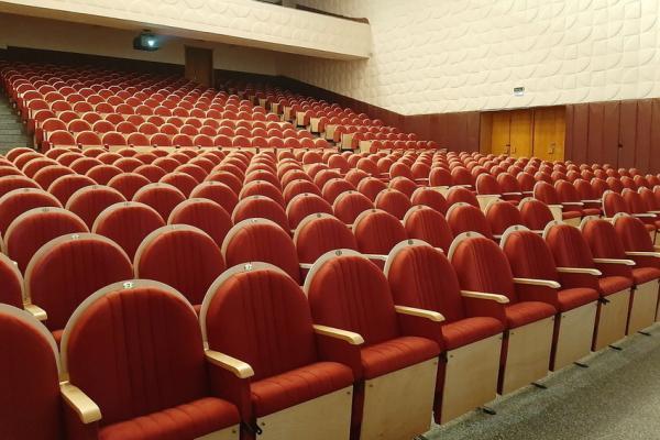 Из-за новых кресел в театре драмы Каменска-Уральского сократилось количество мест...