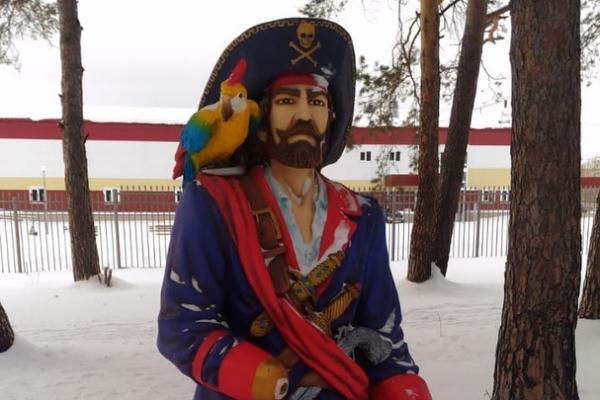 Пират в парке «Космос» в Каменске-Уральском теперь лишился и сабли...