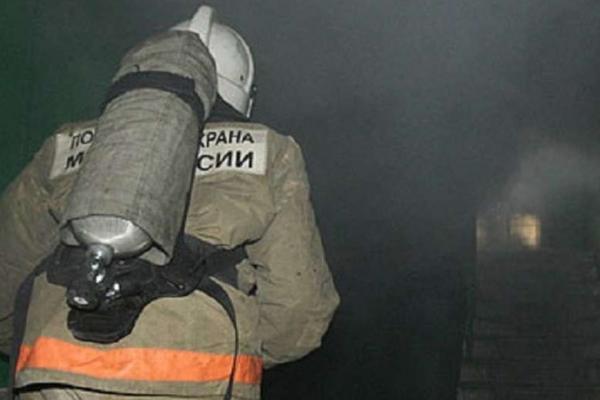 Более двадцати человек пришлось эвакуировать из-за пожара сегодня ночью в Каменске-Уральском...