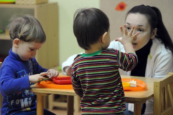 Средняя зарплата сотрудников детских садов в Каменске-Уральском составляет 33 тысячи 676 рулей...