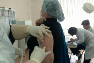 Вакцинация от клещевого энцефалита перенесена на более поздний срок