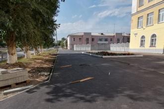 У школы №20 по улице Исетской обновили асфальтовое покрытие